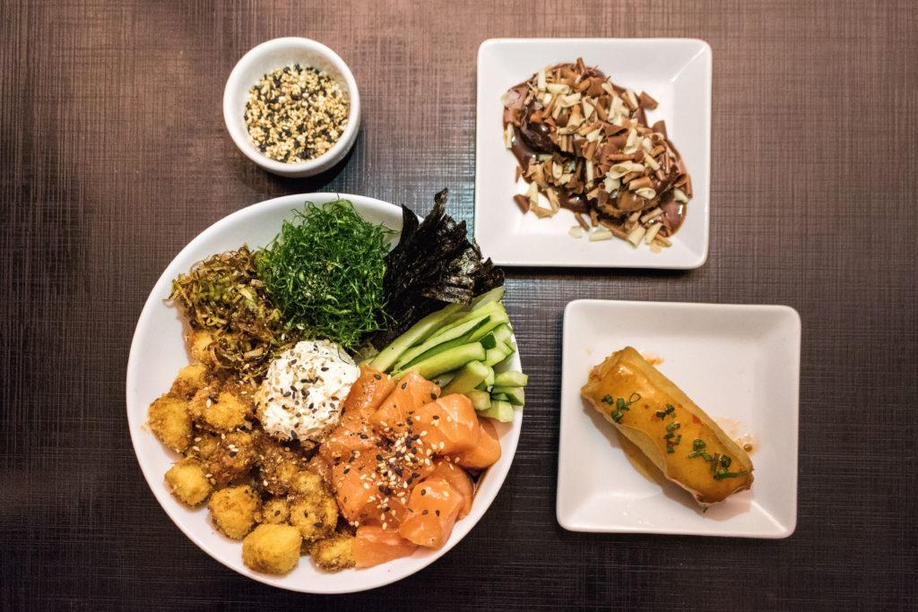 Poke Paraná: salmão em cubos, tilápia crocante e acompanhamentos